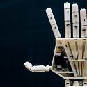 (Video) 3D-Printed Robotic Arm for Sign Language Translation - Project Aslan