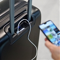 Smart Luggage Includes Bluetooth Trackers and a Power Bank to Simplify Traveling - Jey&Em 'ONE'